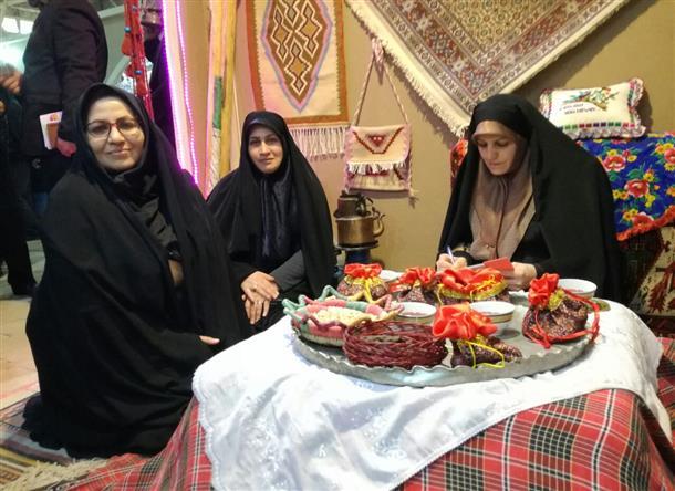 معاون رئیس جمهوری در امور زنان و خانواده از نمایشگاه توانمندی های زنان روستایی در محل نمایشگاه بین المللی تهران بازدید کرد.